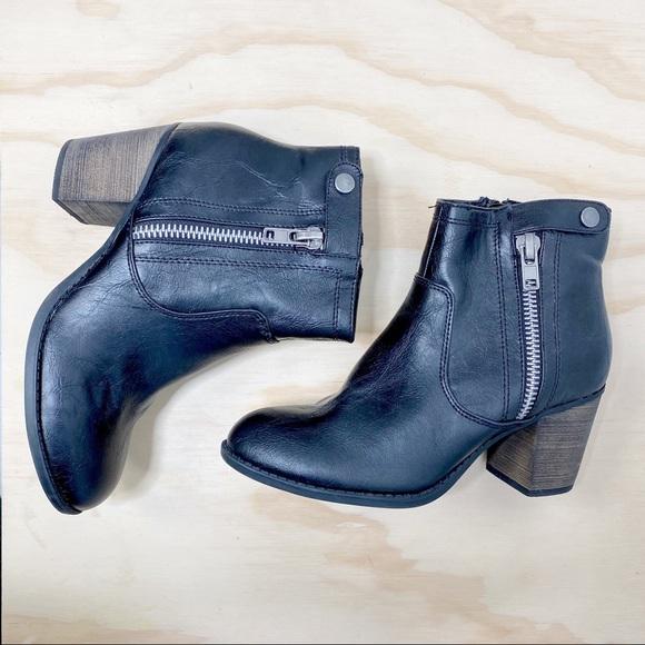 Crown Vintage black heeled ankle bootie 8
